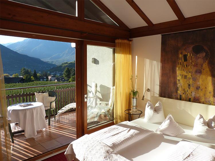 Pensione riedingerhof appartamenti a merano alto adige for 2 appartamenti della camera da letto principale